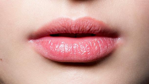 Cómo hidratar los labios por la noche y después de usar lápices labiales