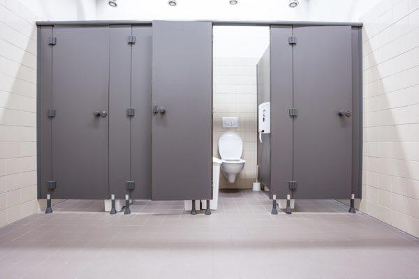 Calado más limpio en baño público
