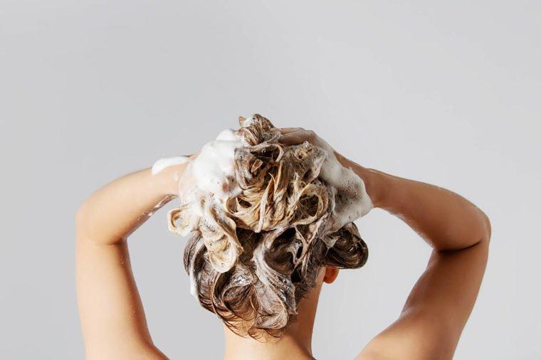 Cómo reparar el cabello dañado en casa