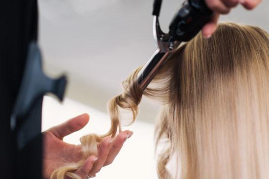 Malos hábitos que debilitan tu cabello