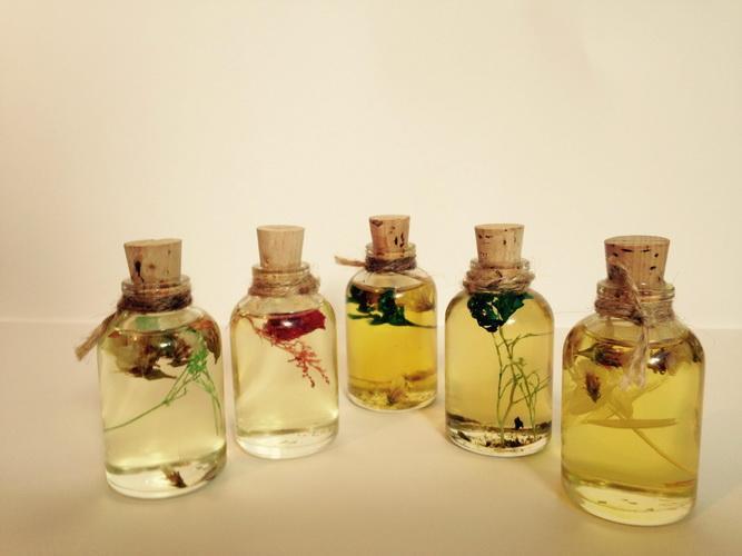 aceites para la menopausia Pérdida de cabello, insomnio, fatiga, picazón, sequedad.