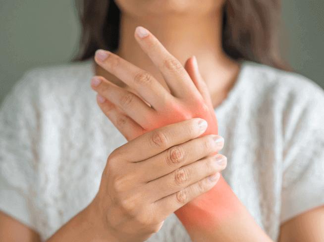 los síntomas de la artritis pueden afectar incluso a los jóvenes,