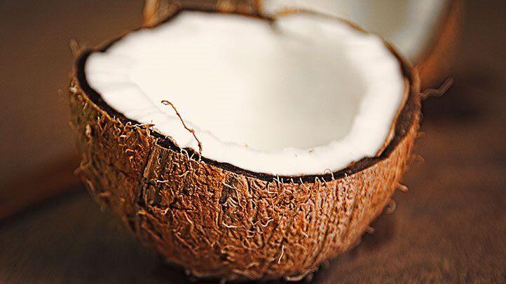 suceden cosas para la piel y la salud si bebe agua de coco todos los días