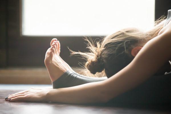 yoga para reducir la hinchazón del vientre